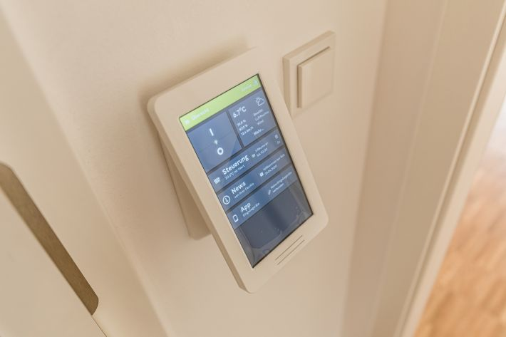 Display digital living assistant