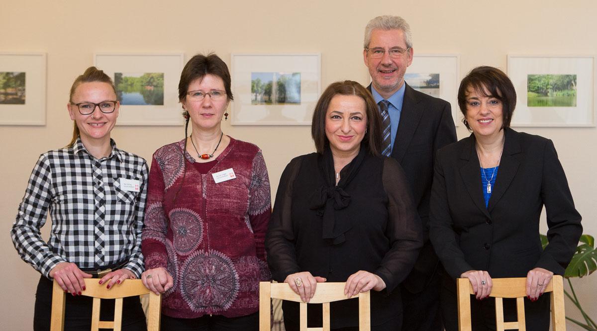 """Besuch von Dr. Kathrin Wolff und Dilek Kolat im Caritasprojekt """"NeuRaum"""""""